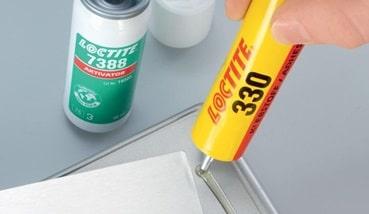 Colle acrylique de la marque LOCTITE