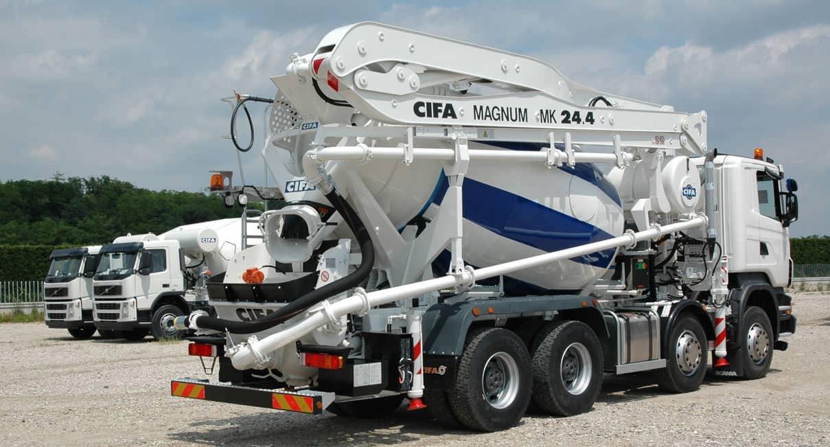 Camión hormigonera con bomba de hormigón de la marca CIFA